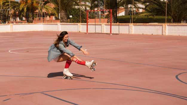 How To Get Into Roller Derby skates and doing some tricks.